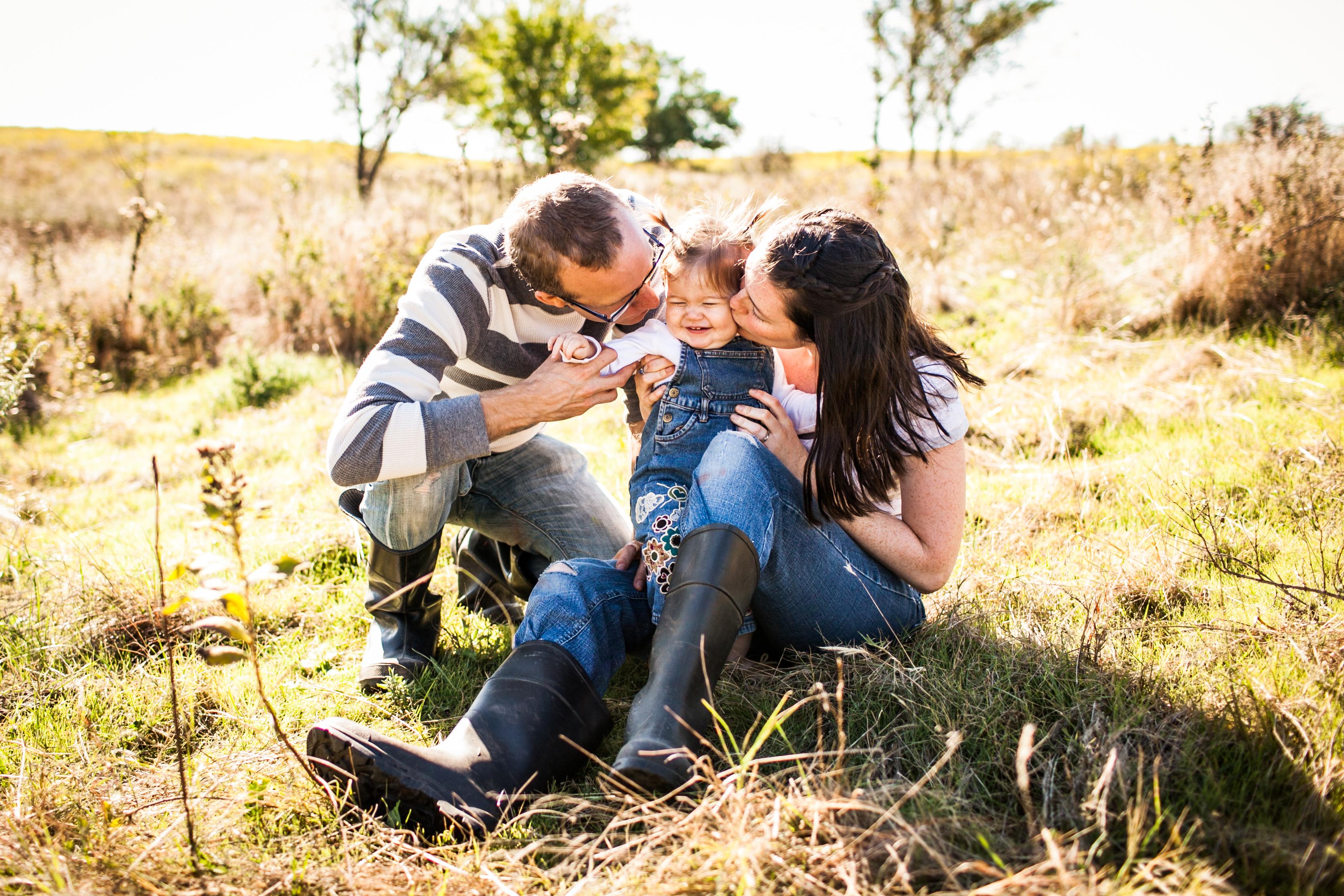 Duncan Lifestyle Family Photographer Abigail Smith photographs Cute Family in Duncan Oklahoma